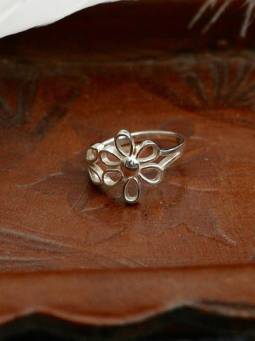 Sterling Silver Daisy Outline Ring - Penny Bizarre - 1