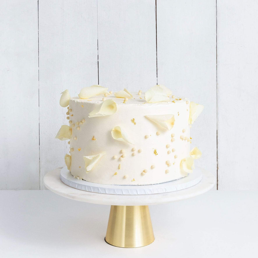 ONE TIER PETALS AND GOLD WEDDING CAKE