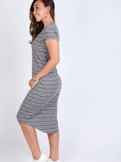 Chicago Knit Dress, Lovemere provides the best collection of maternity nursing occasion wear dresses with modern minimalist touch made of the best fabrics and prints. www.lovemere.com