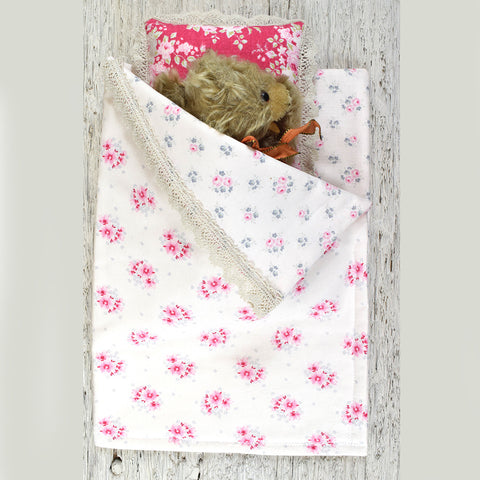 Dolls sleeping bag and pillow