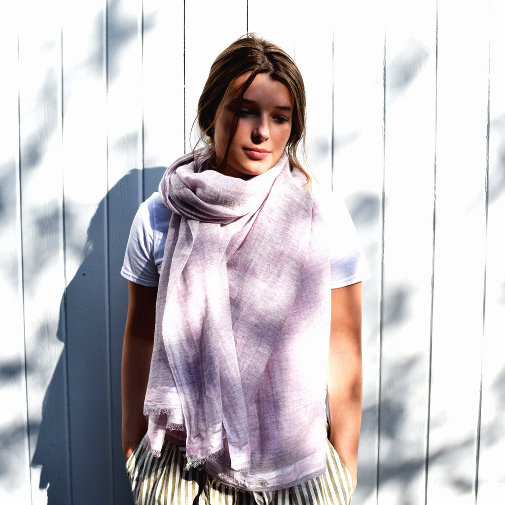 Feneun Cashmere and Silk Scarf Bonnasola. Pale Pink.
