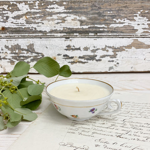 Kiki L'eclaireur Scented Candle, Vintage Tea Cup.