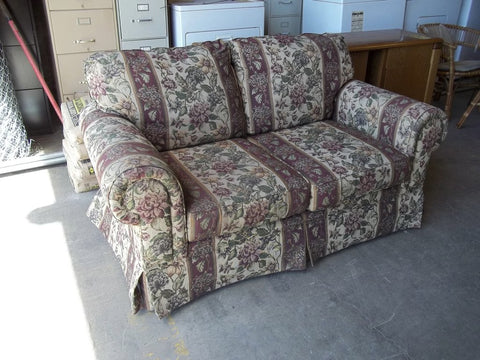 Outstanding Deal Of The Day 8 23 17 Floral Love Seat Broyhill 19835 Ibusinesslaw Wood Chair Design Ideas Ibusinesslaworg
