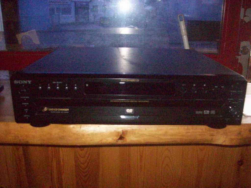 Sony 5 disc CD/ DVD  changer 16501