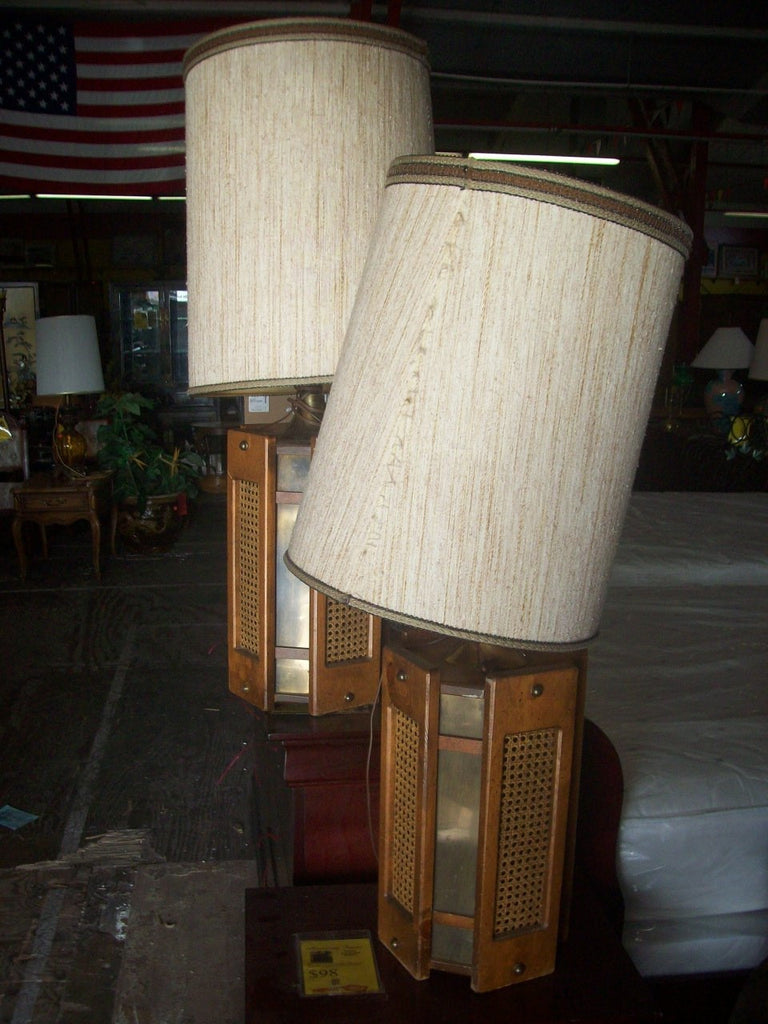 Lamps w/ shades 16612