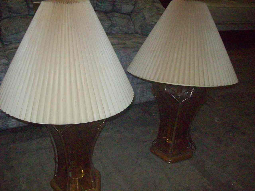 Lamps w/ shades 16677
