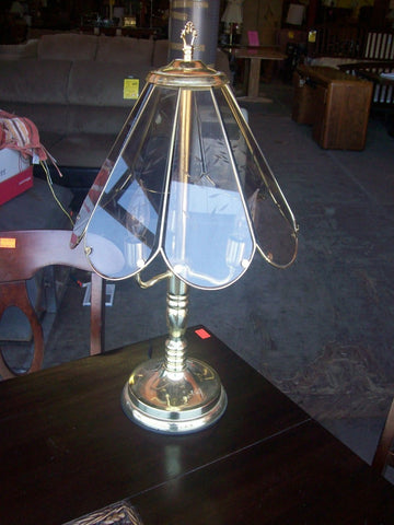 Brass lamp w glass shade 17123