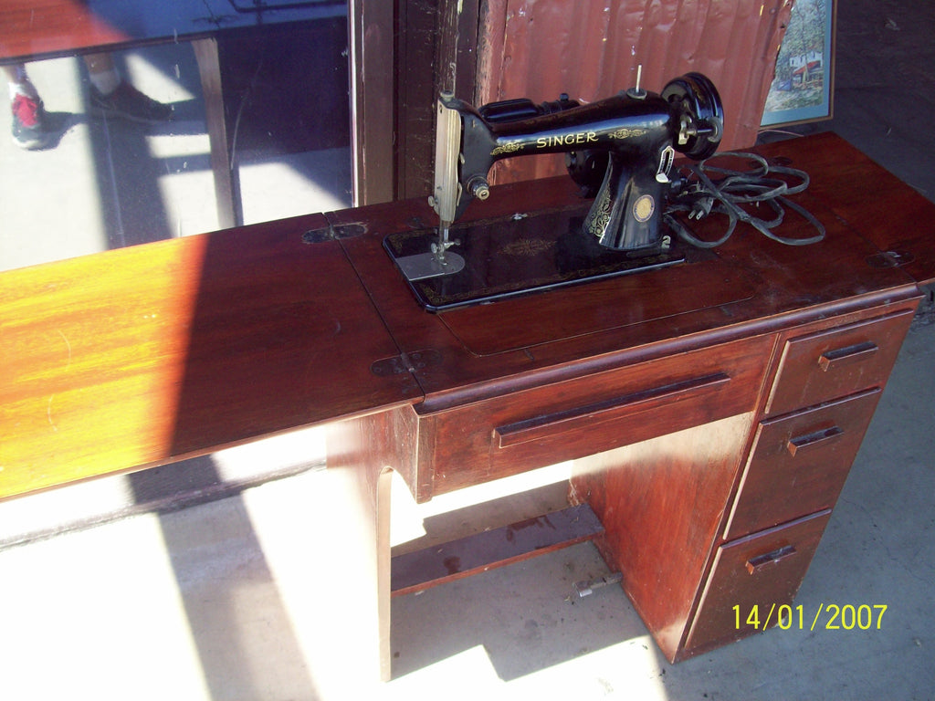 Singer sewing machine 17180
