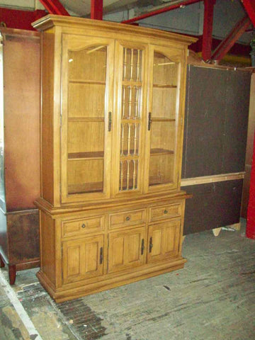 Thomasville china hutch 17566