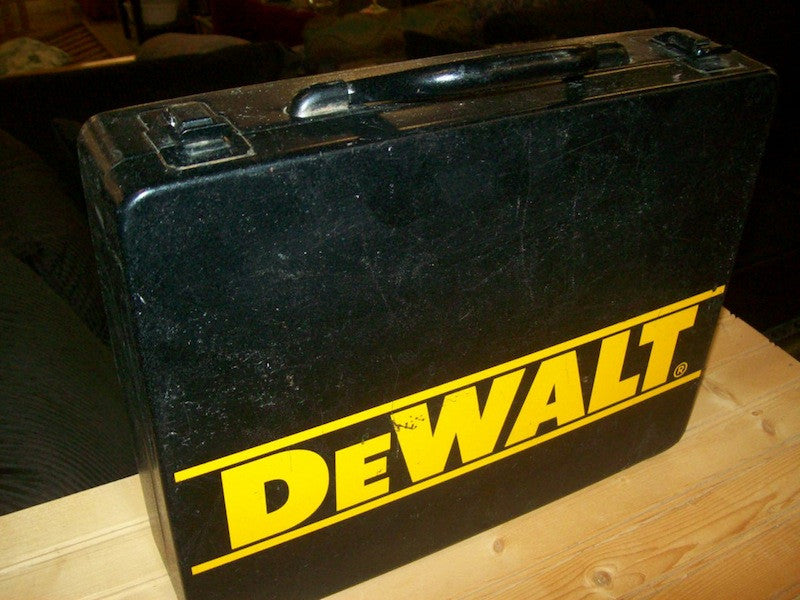 Dewalt 3/8 cordless drill/driver with case RB7880