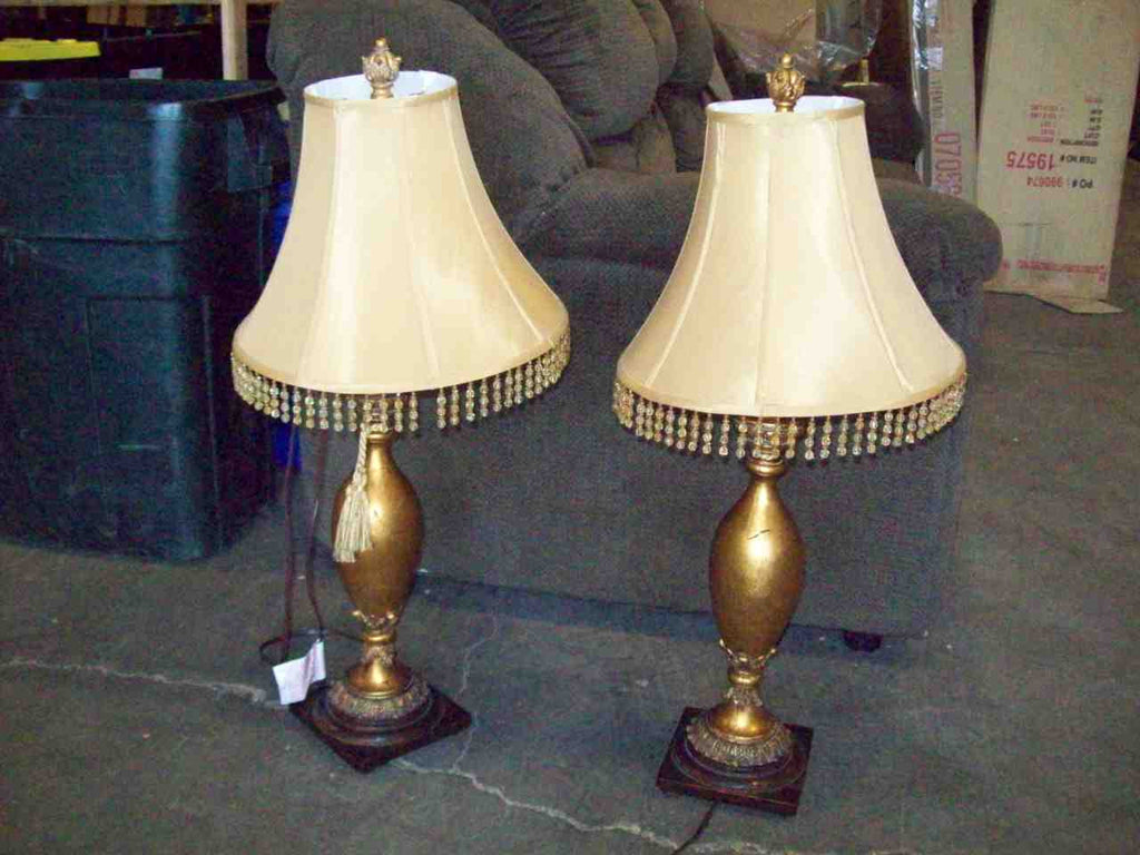 Gold lamp w shade 19107