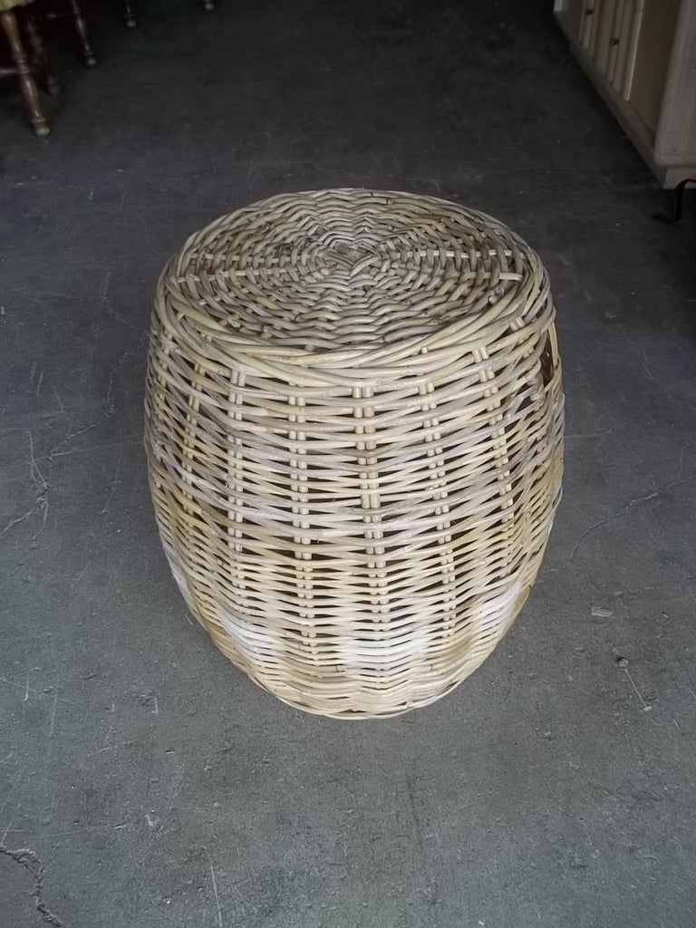 Wicker round end table 20431