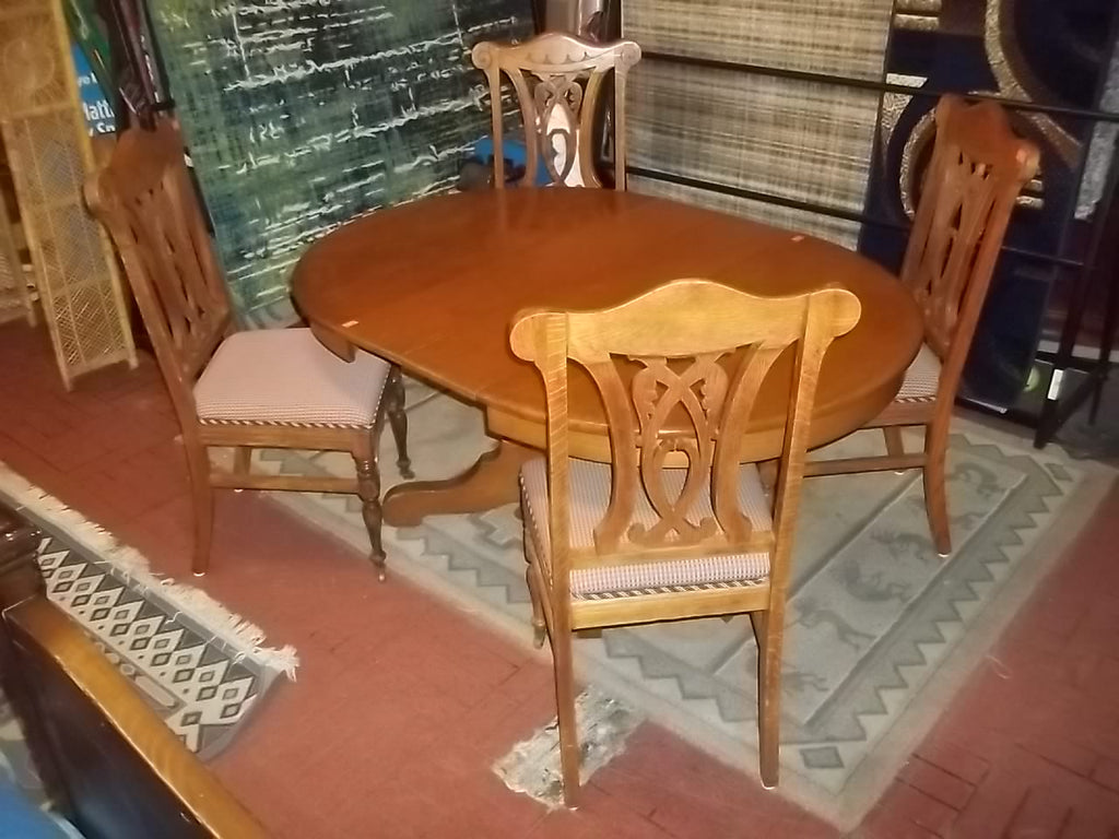 Dining table 4 chairs 2 leaves RB12086