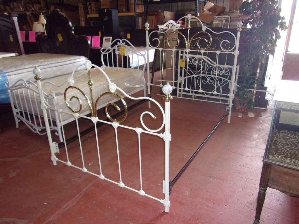 White wrought iron full/double bed 20933