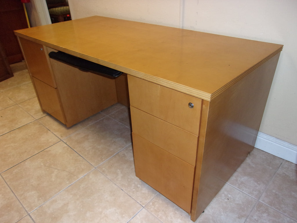 Large high end maple desk by Ava Furniture Group fully locking with key 21088