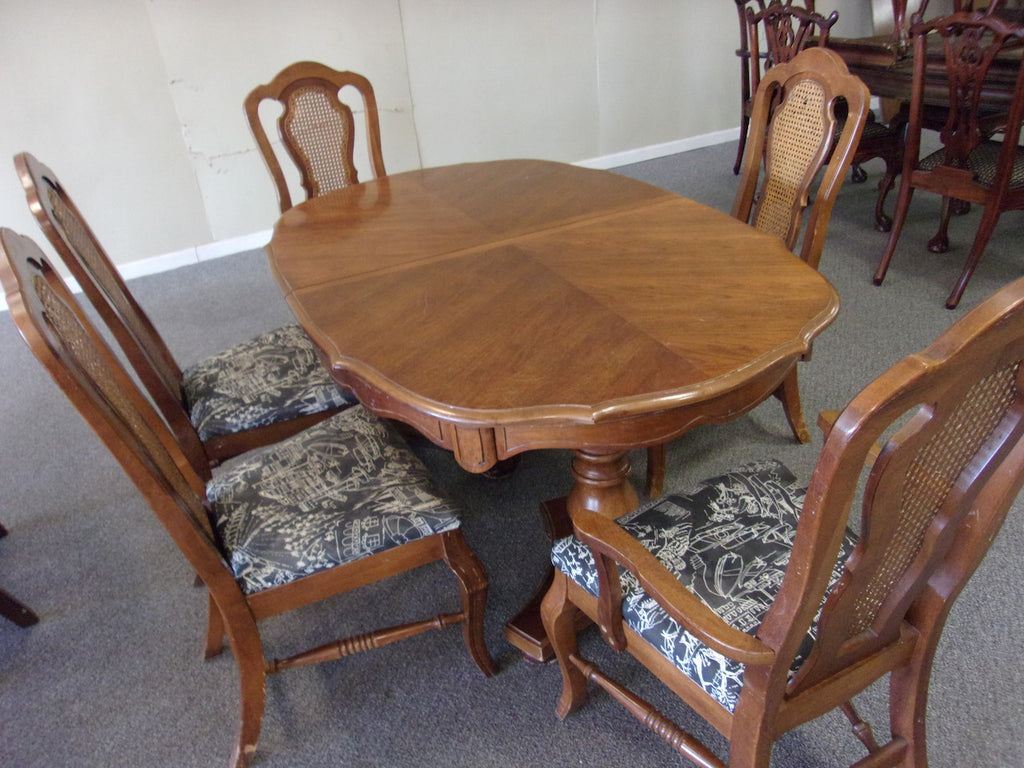 Dining table w leaf ONLY 21032.1