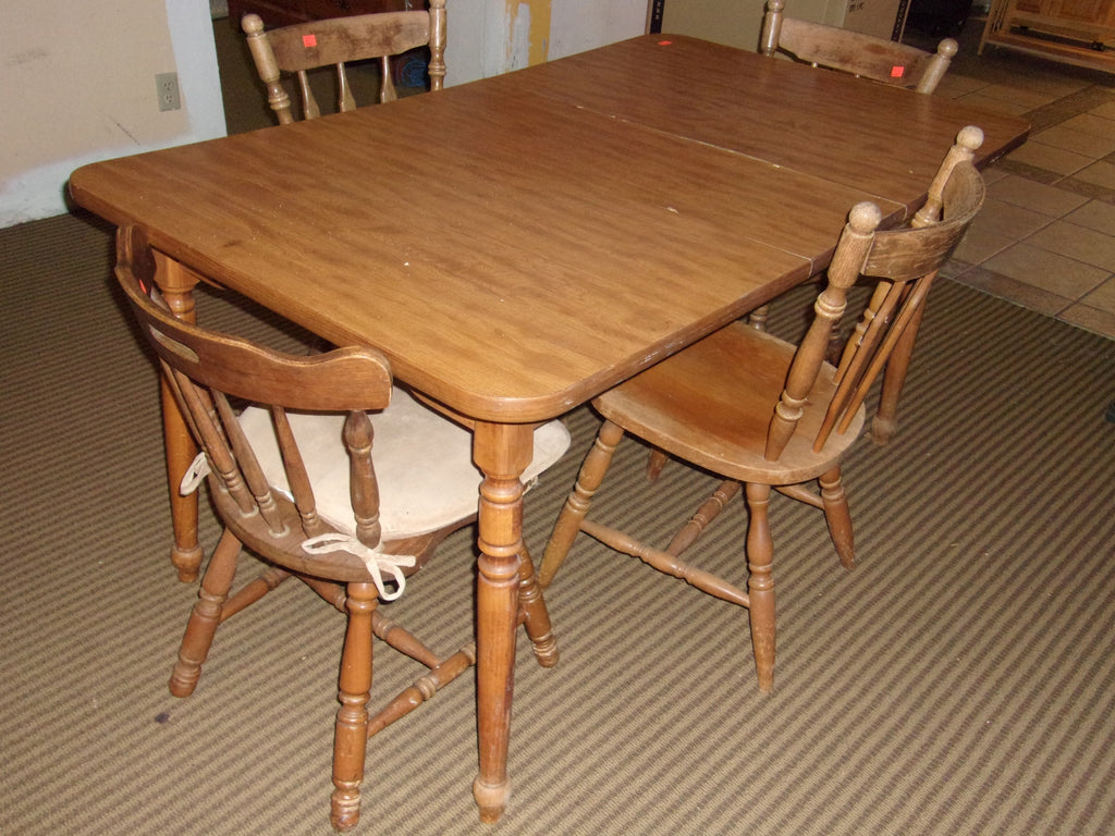 Maple finish dining table 4 chairs 21070