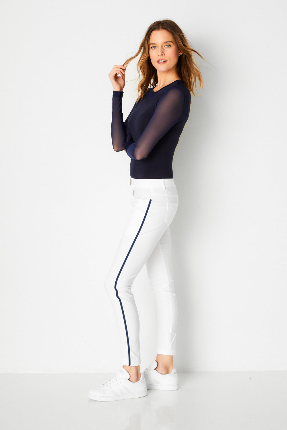 white with navy stripe||