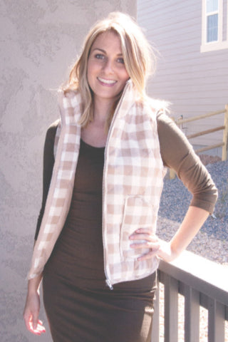 gingham puffer vest - taupe | ELEVALE