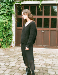 Bare Knitwear Layer V Classic Sweater Black