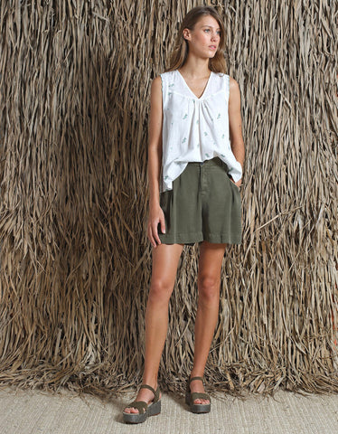 Indi & Cold Pleated Short Khaki