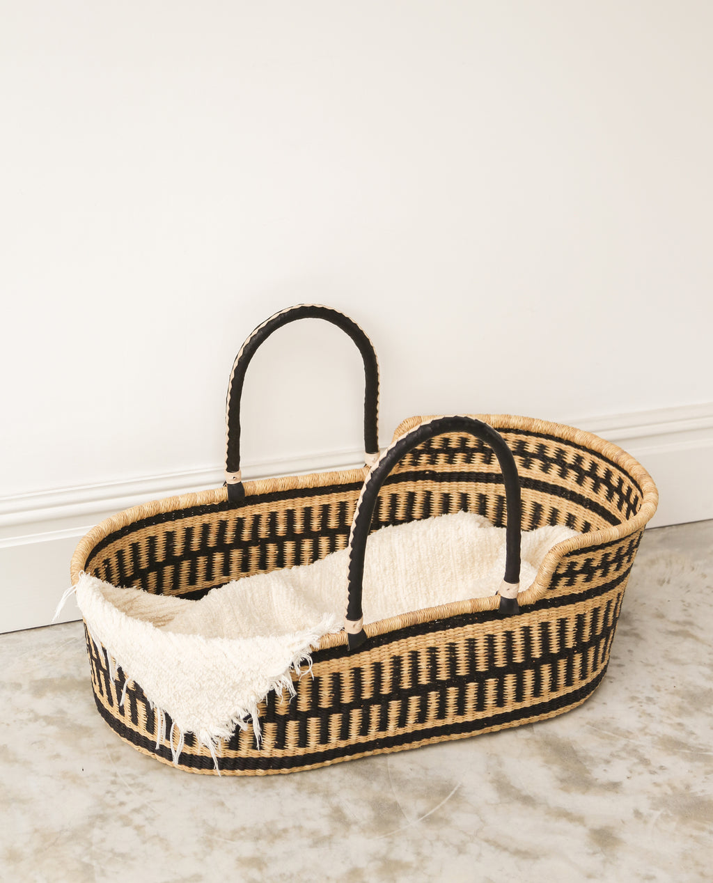 ADE Handwoven Moses Basket With Leather Handles