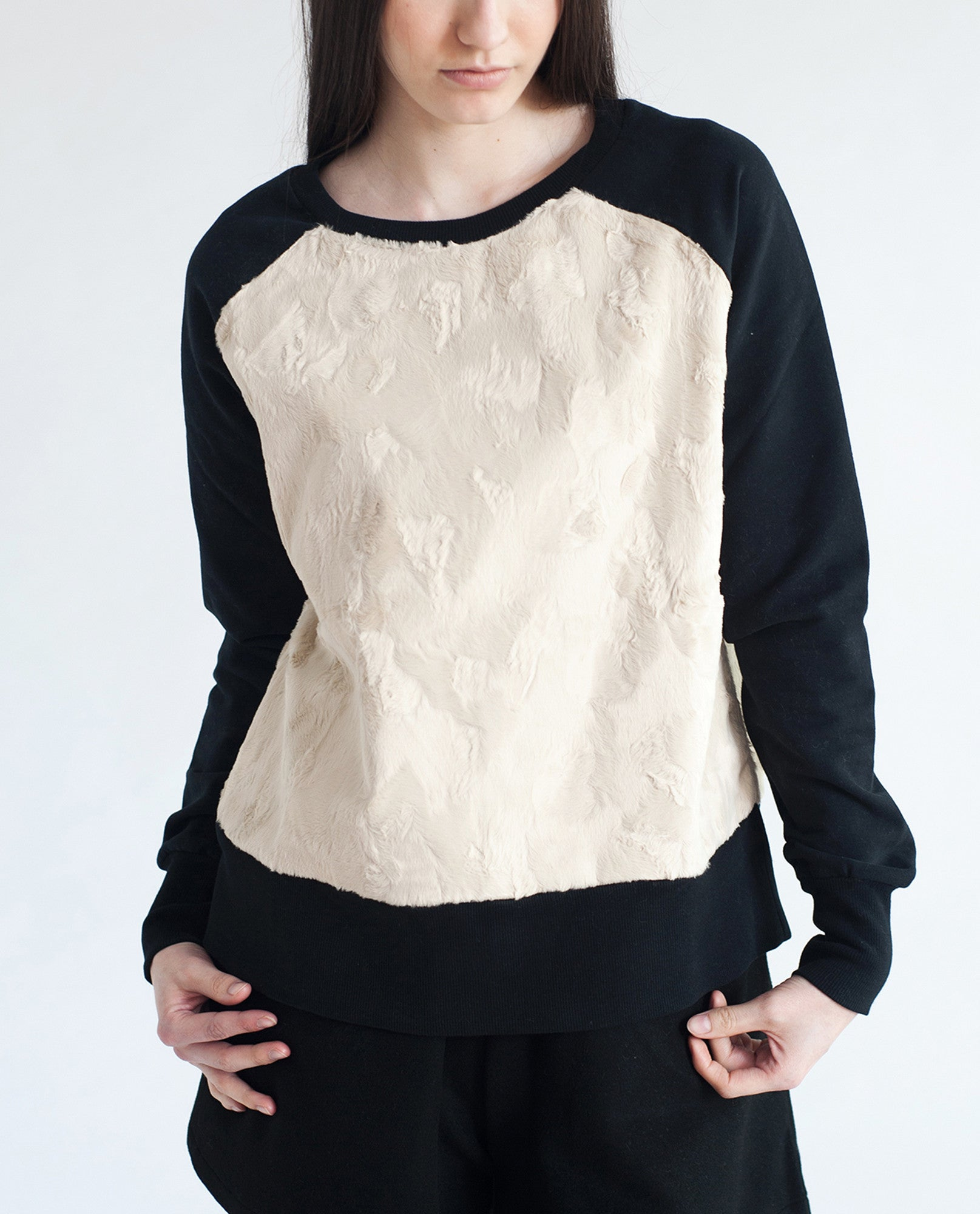 CLARA Organic Cotton And Faux Fur Sweatshirt In Black & Off White