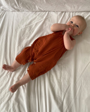 Evan Organic Cotton Romper In Cinnamon