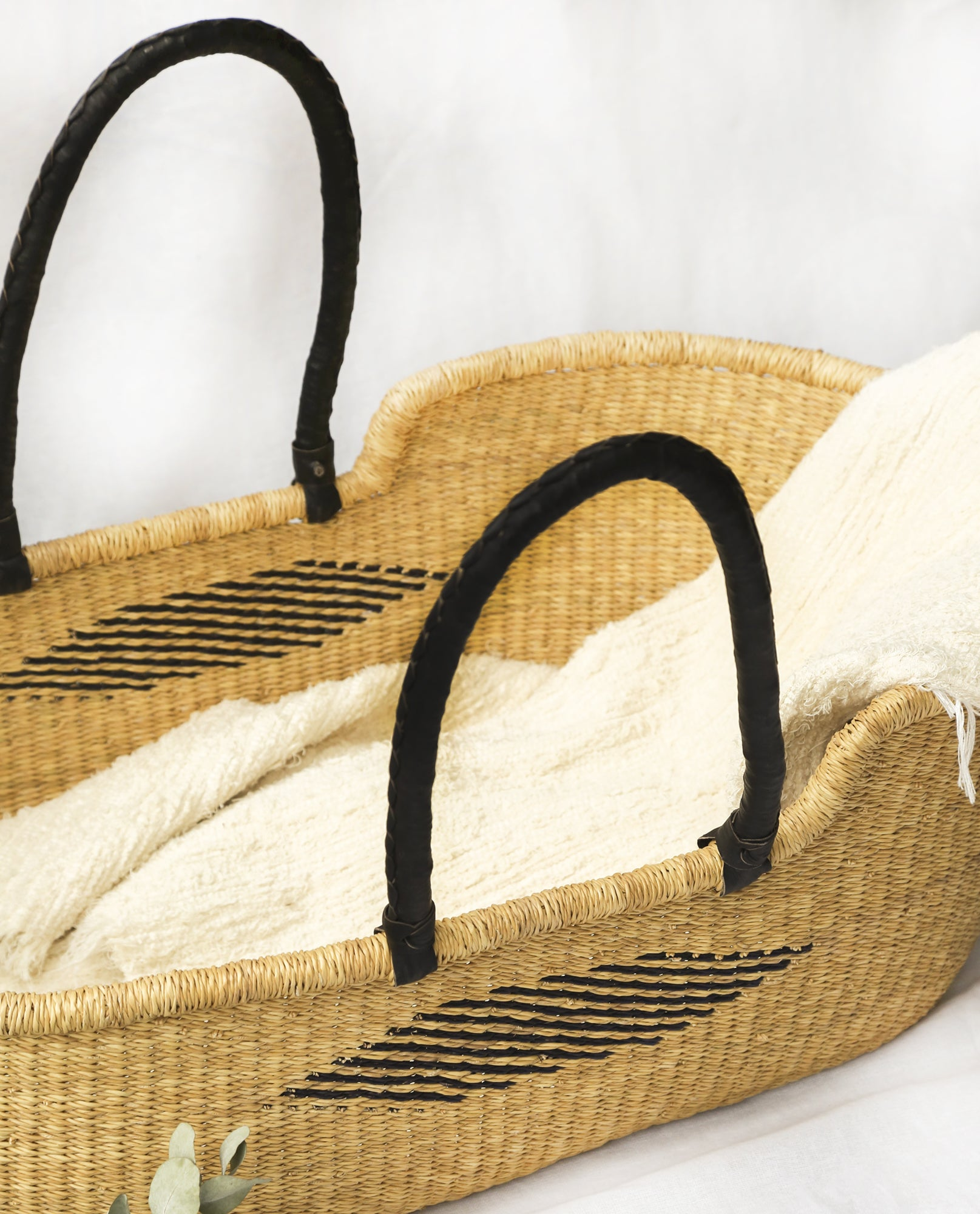 MALIKAH Handwoven Moses Basket With Leather Handles