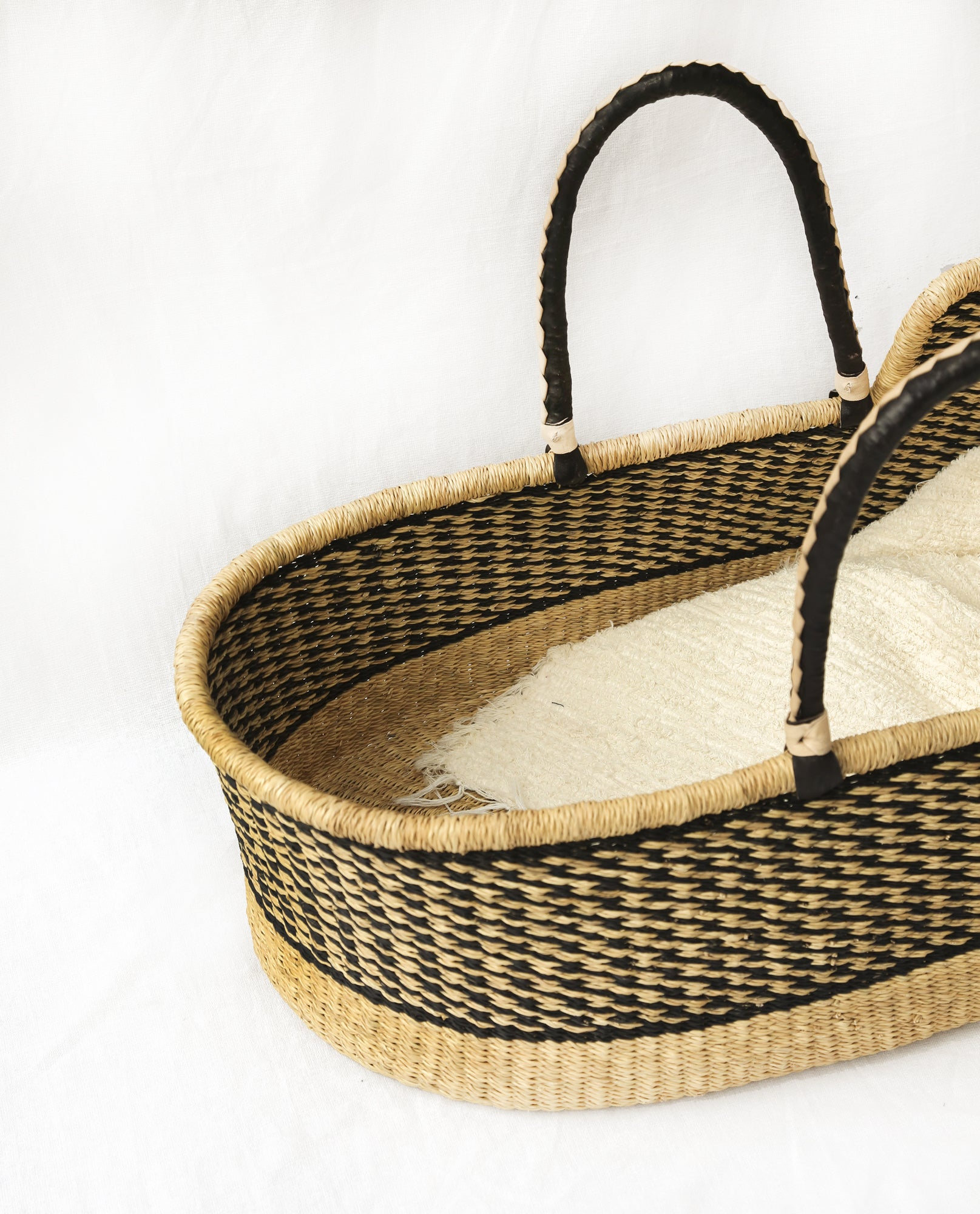 MONIFA Handwoven Moses Basket With Leather Handles