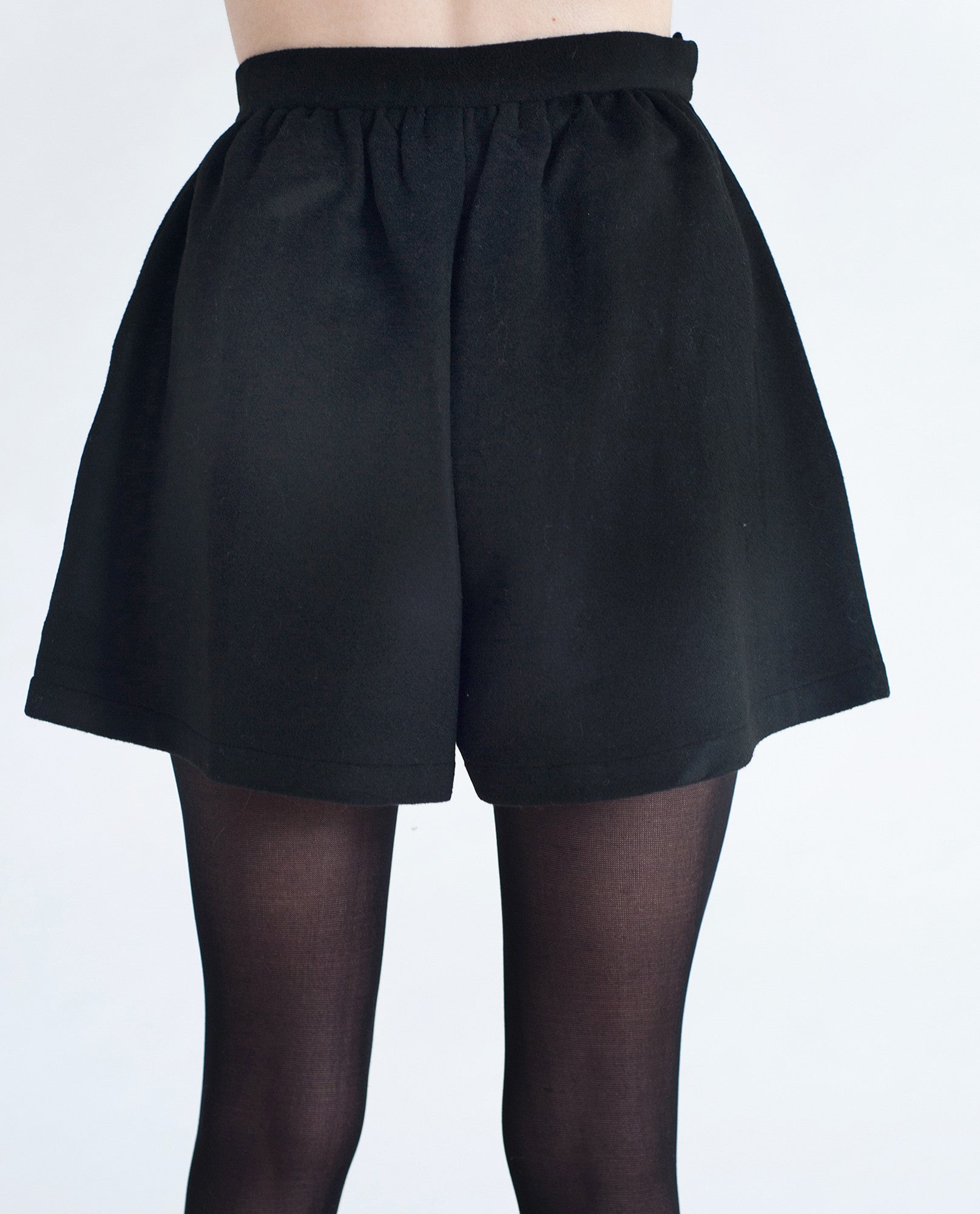 NATALIE Wool Wide Leg Shorts In Black