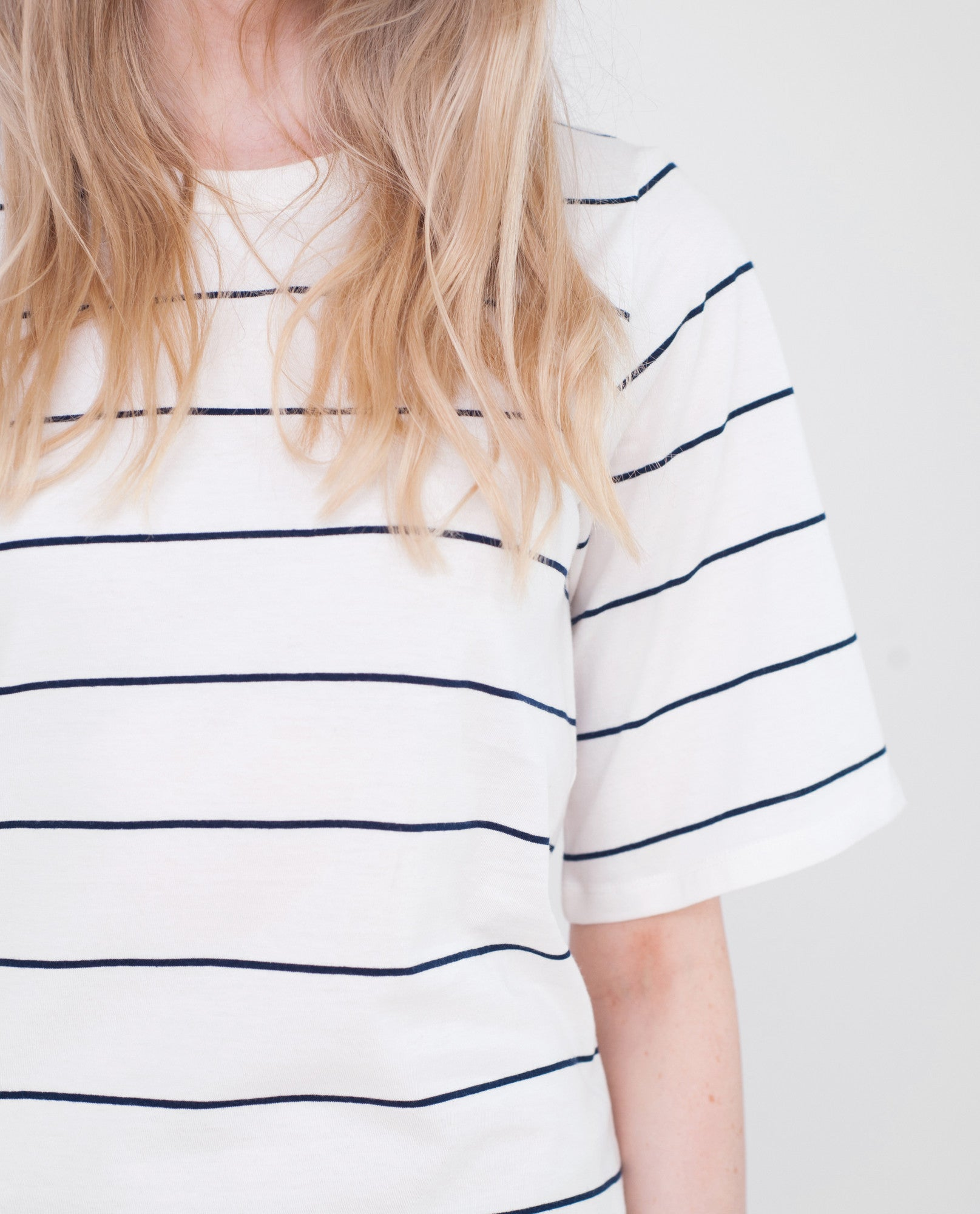 SAVANNAH Organic Cotton Tshirt In Off White And Navy