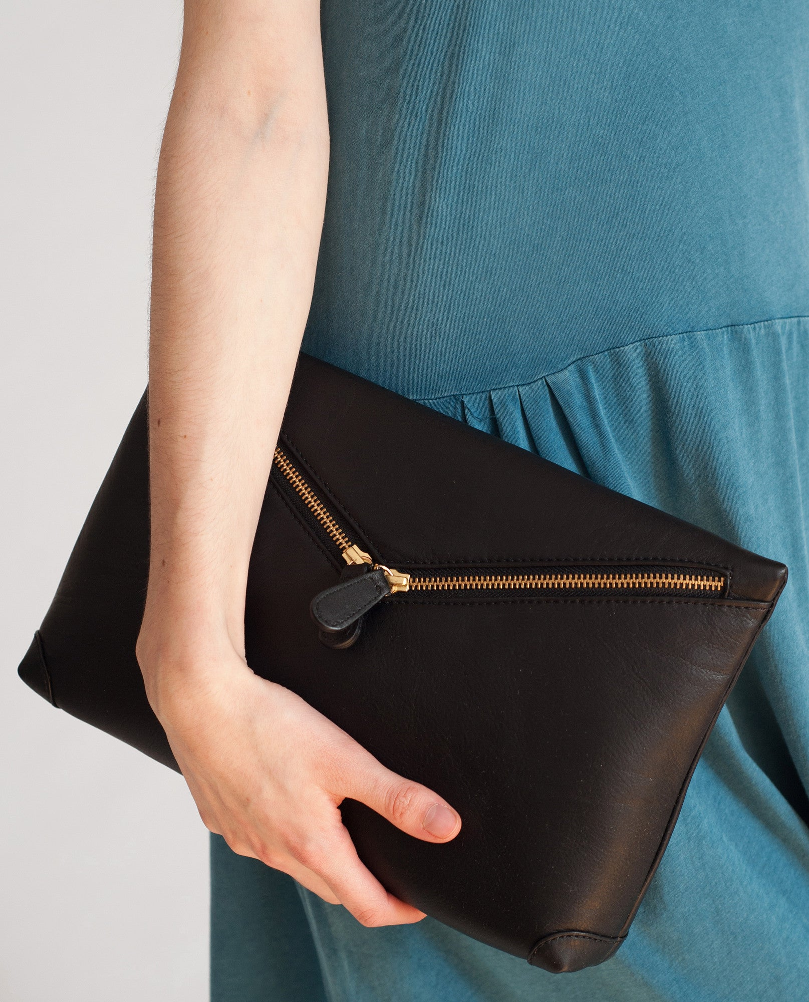 VALENCIA Leather Zip Clutch In Black