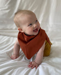 Hayes Organic Cotton Bib In Cinnamon