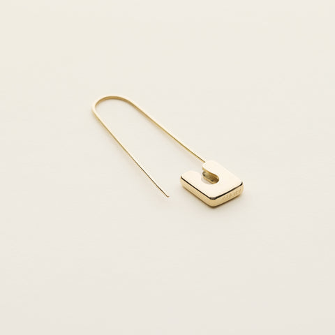 Safety pin earring - gold plated