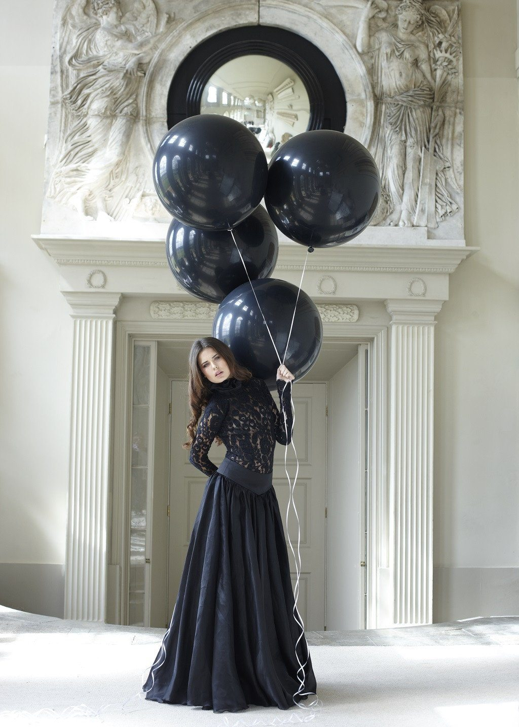 Black balloons by John Swannell - 2012 - A Modern Grand Tour