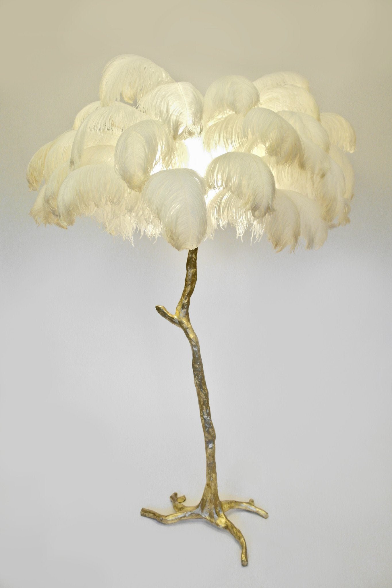 The Ostrich Feather Lamp Natural