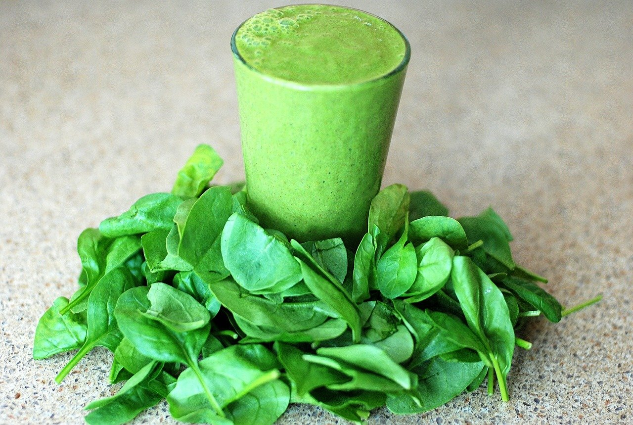 Spinach and Date Almond Butter Smoothie