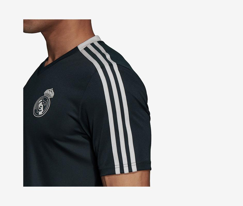 buy online 1f9b4 4dbe1 Real Madrid 2018-19 Training Jersey