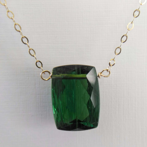 9.35ct Green Tourmaline and Yellow Gold Necklace