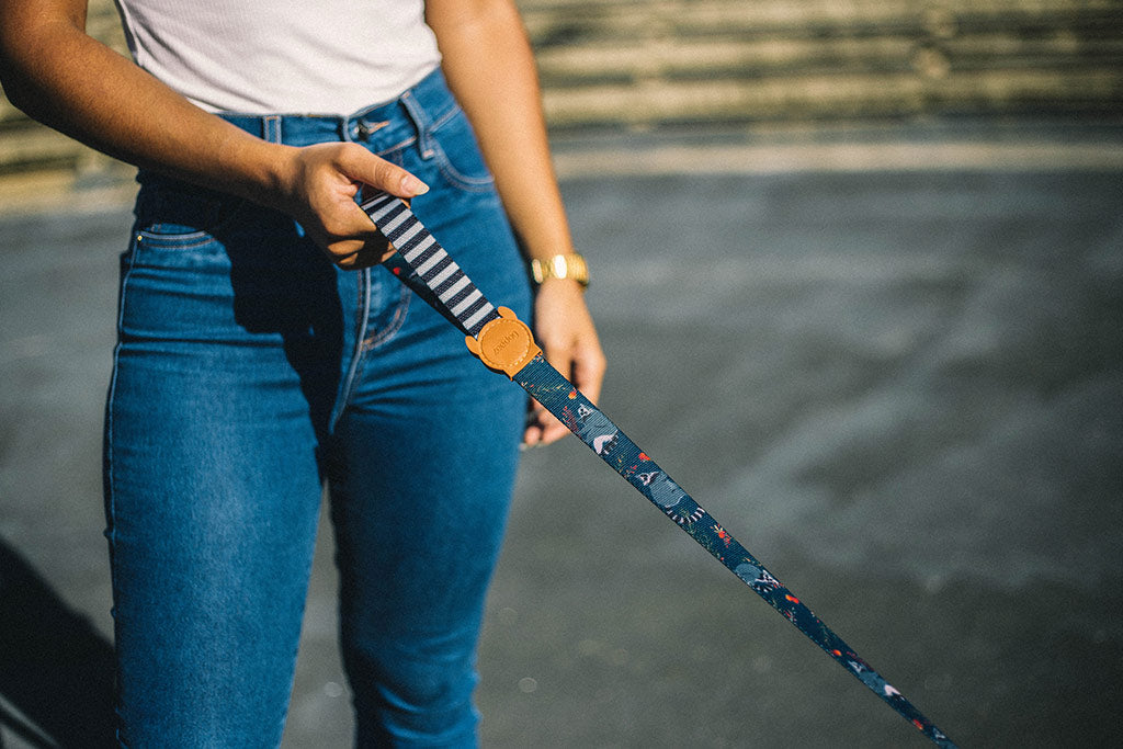 Girl holding Mango Dog Leash | Zee.Dog