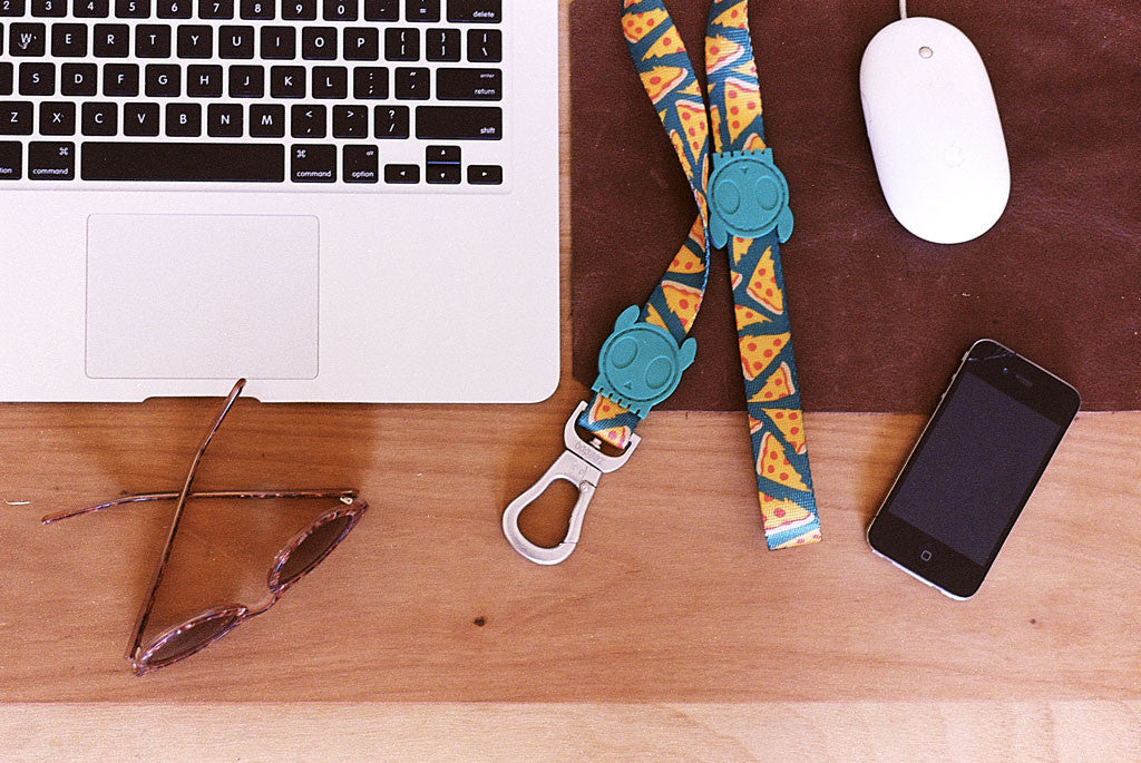 NYC Pizza dog leash next to a phone and notebook | Zee.Dog