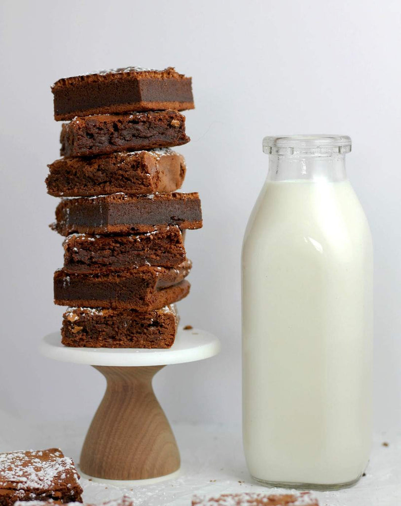Cacao brownies with milk