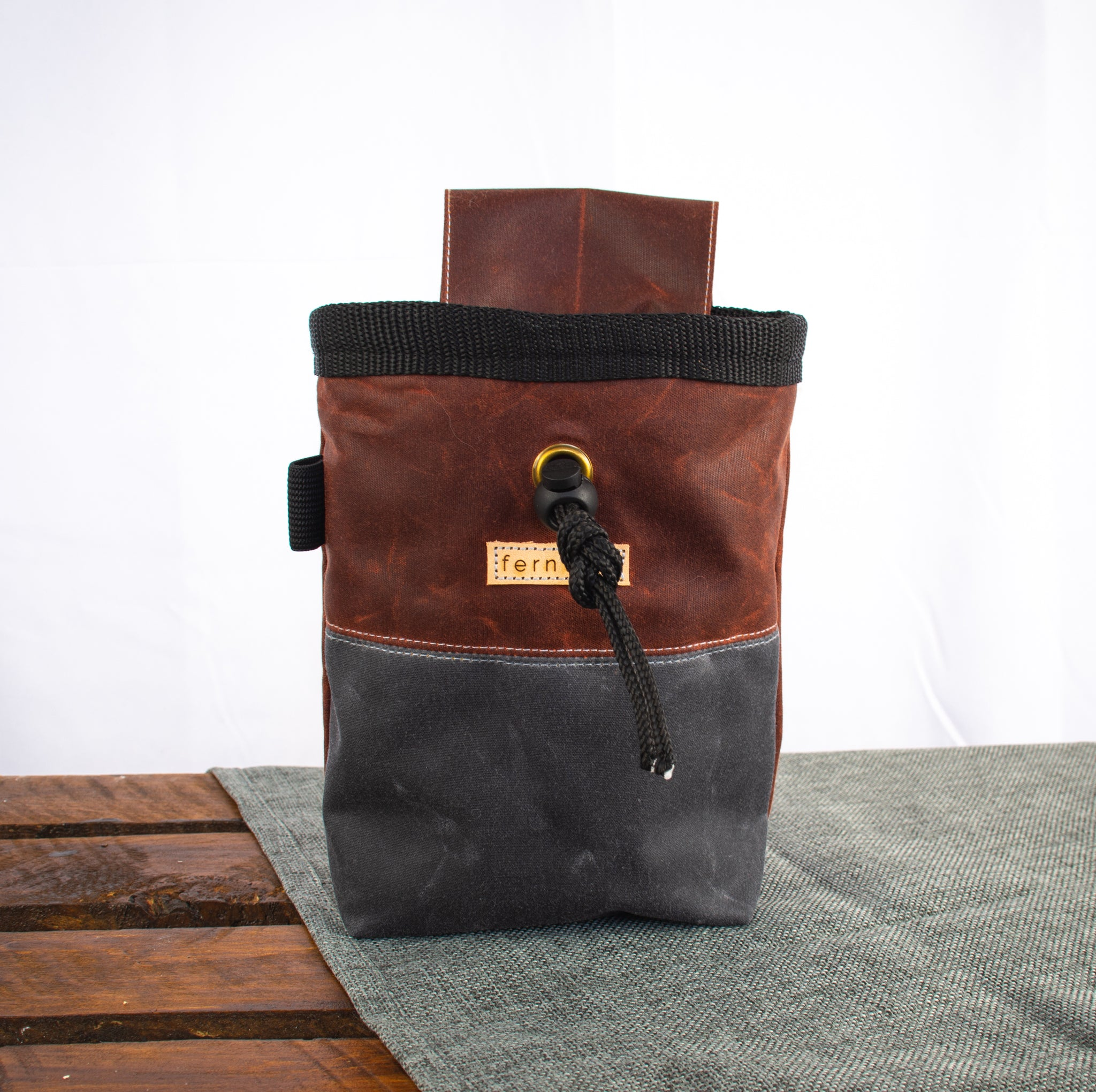 Fiadhaich Waxed Canvas Chalk Bag - Rust/Grey