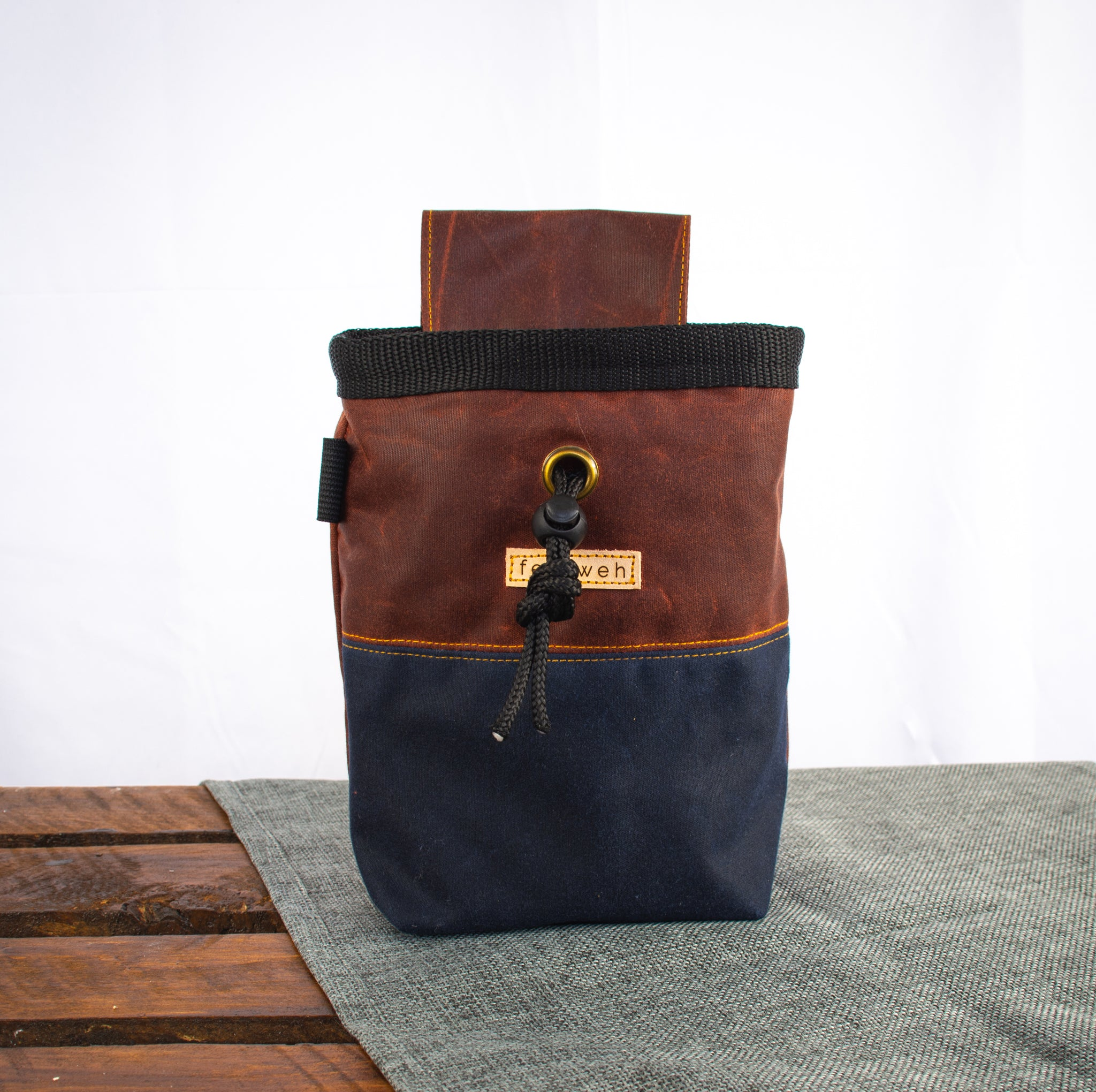 Fiadhaich Waxed Canvas Chalk Bag - Rust/Navy