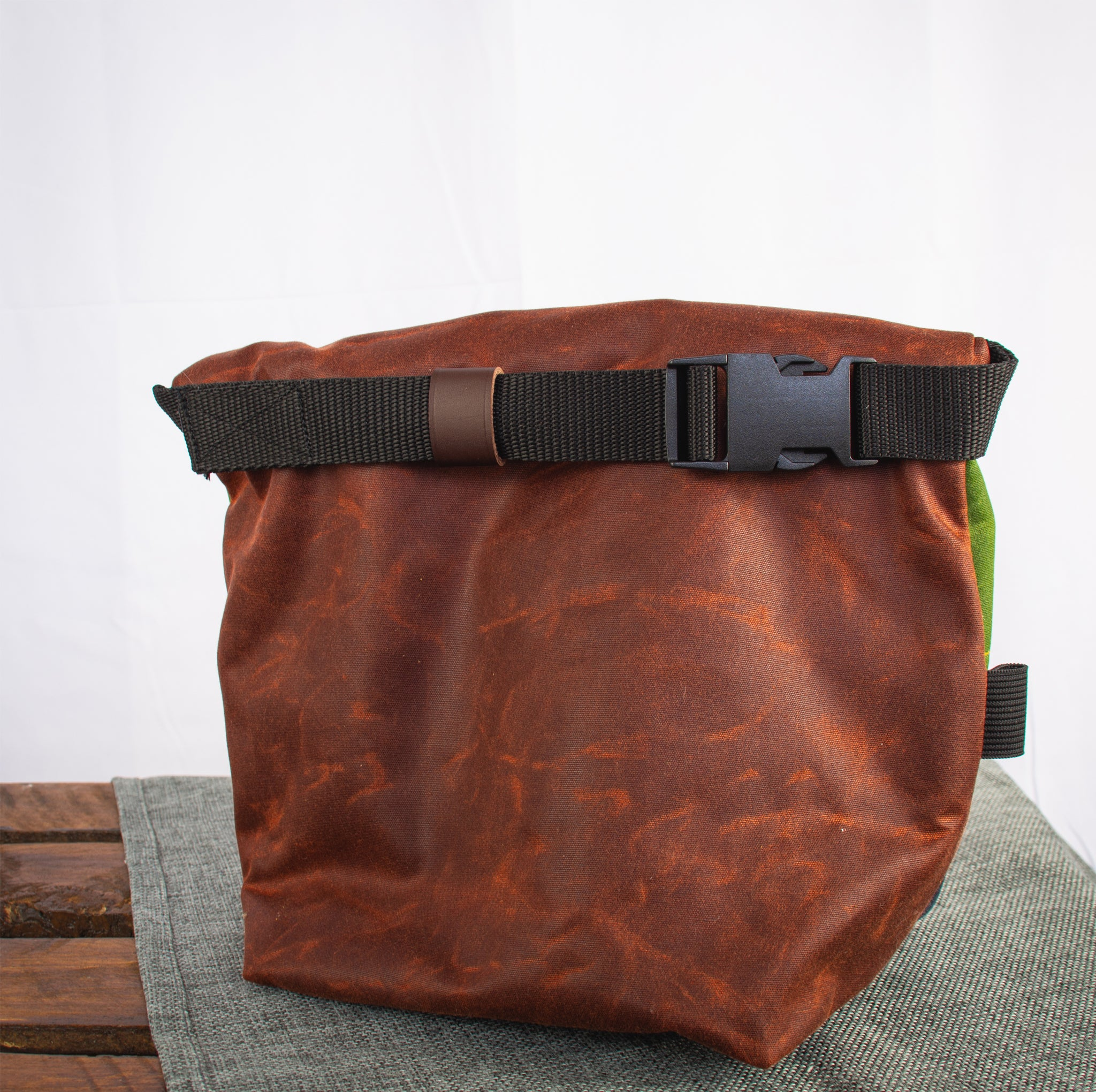 Fiadhaich Waxed Canvas Boulder Bucket - Rust/Ochre