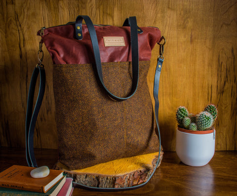 Fernweh UK - MEIRGEADH Waxed Cotton Canvas Cross Body Tote Bag