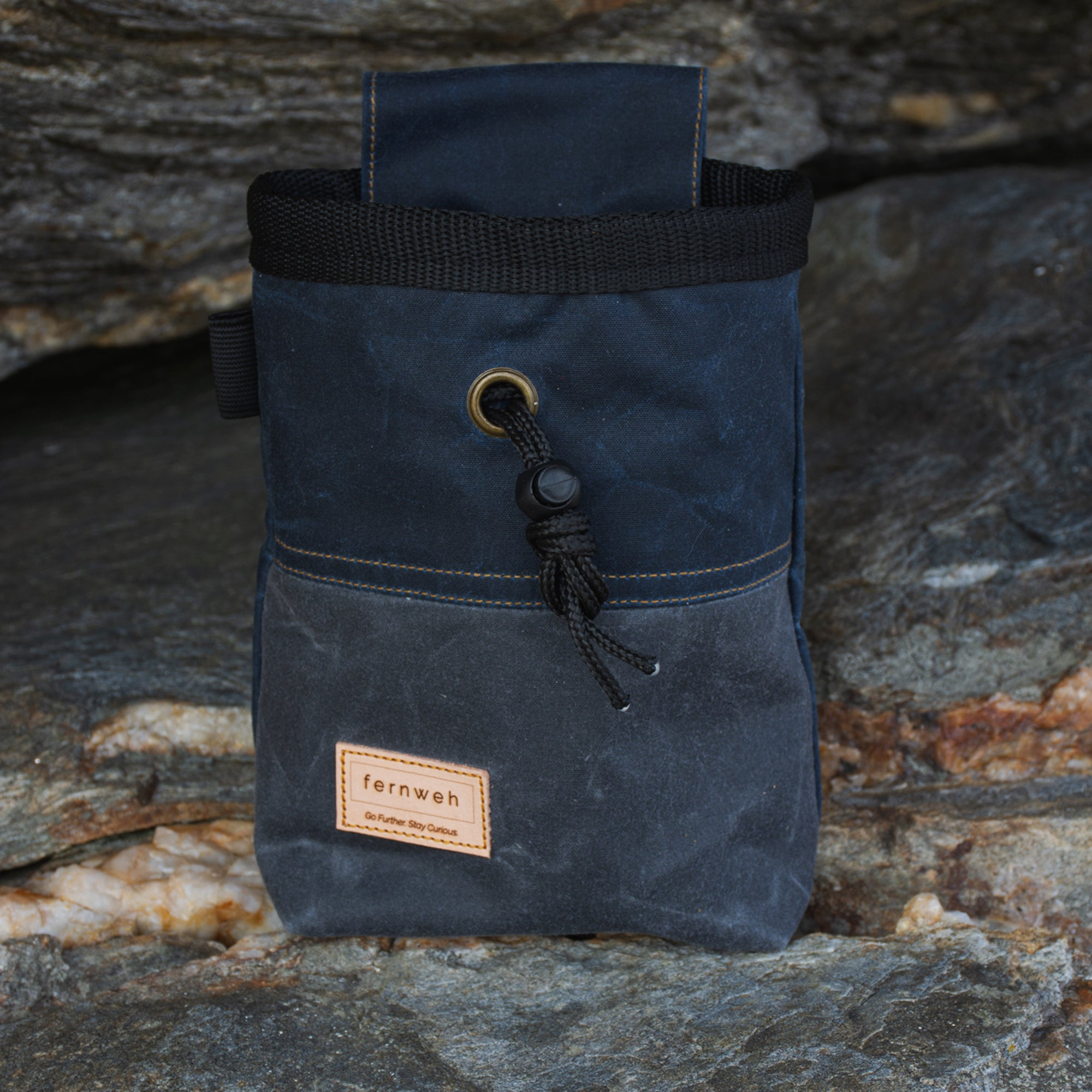 Fiadhaich Waxed Canvas Chalk Bag - Navy/Grey