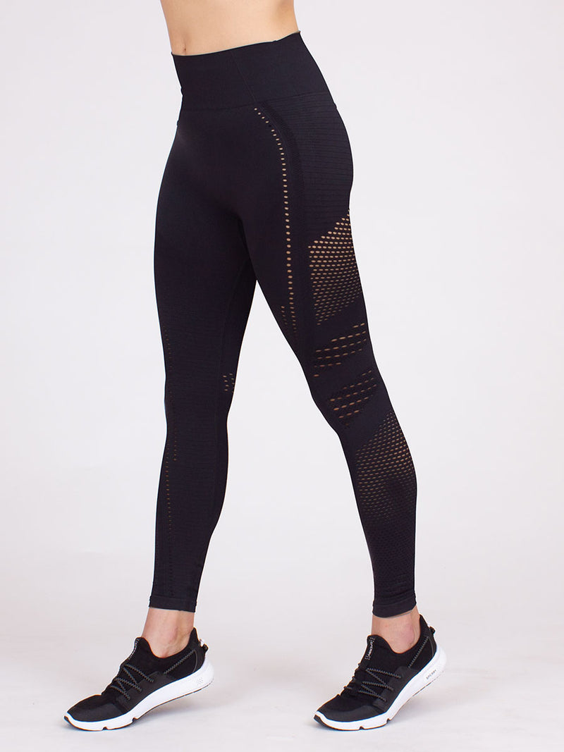 The infinity seamless compression leggings in black 4