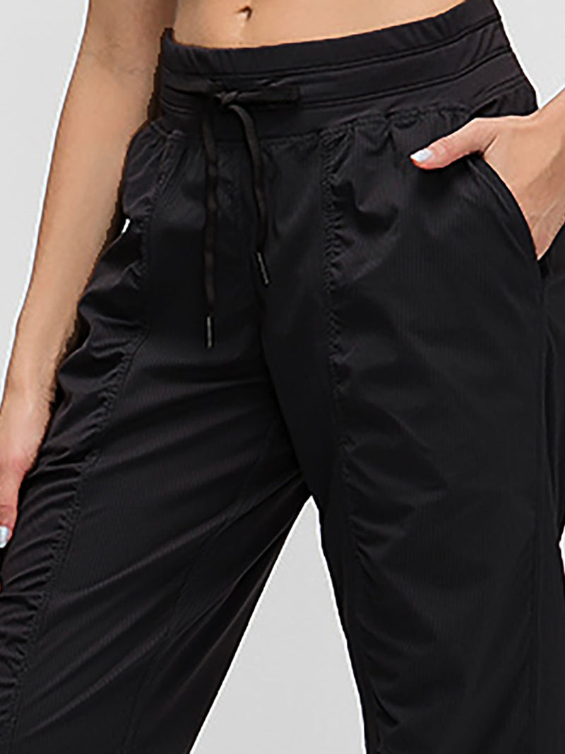The breathe pant in black 4